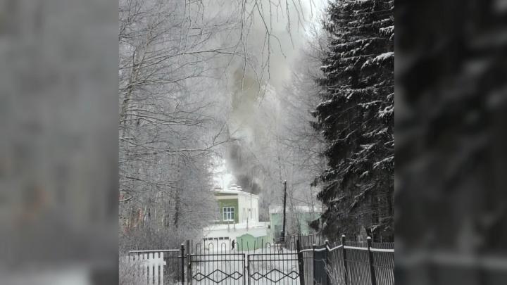 Под Ярославлем горит санаторий