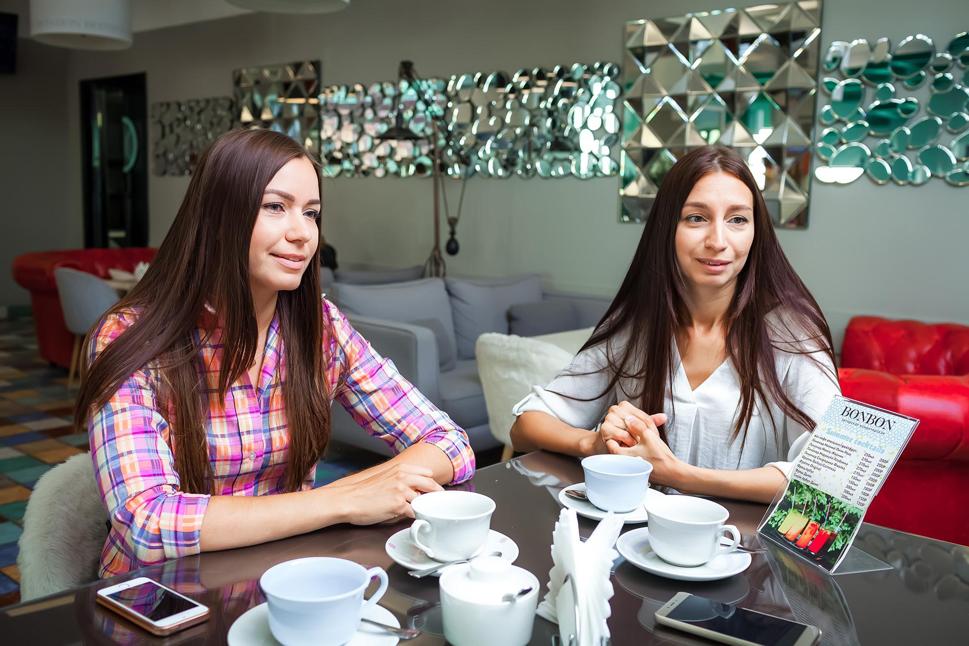 Марина (слева) согласилась делать бизиборды, будучи на девятом месяце беременности