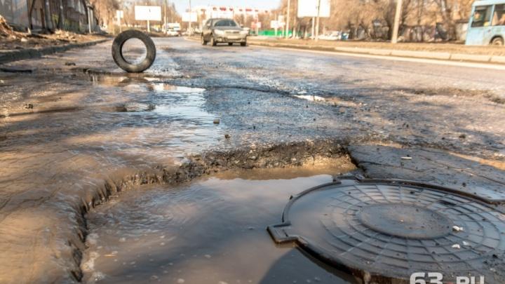 Опасно ездить: ГИБДД потребовала закрыть улицу Ново-Вокзальную из-за огромных ям