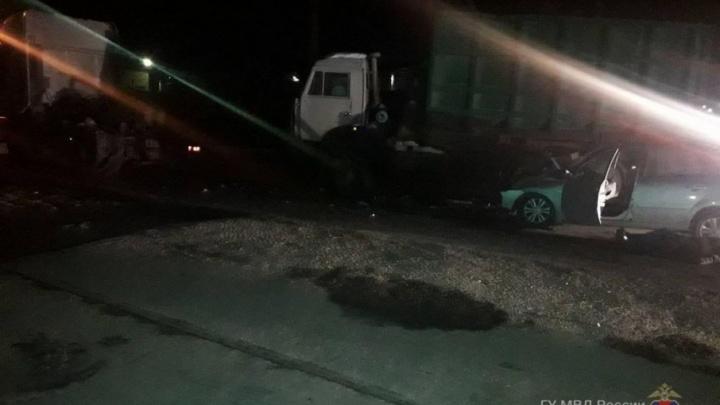 На юге Волгограда иномарка протаранила Datsun и КАМАЗ: двое погибших