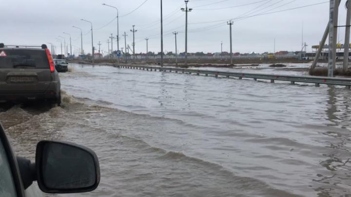 Волгоградский полумост через Ахтубу вновь «захлебнулся» в воде