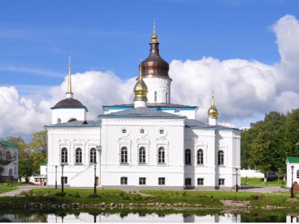 """<a href=""""http://elisarovo.ru/"""">Официальный сайт Спасо-Елеазаровского женского монастыря</a>"""
