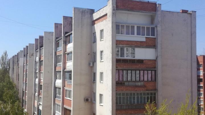 В Тольятти несовершеннолетний выпал из окна собственного дома
