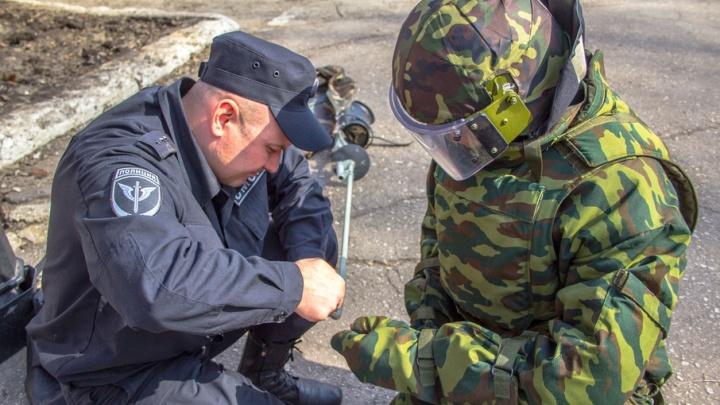 В Самаре взрывотехники обнаружили тайник оружия: в гараже на Кирова прятали огнемет и гранатометы