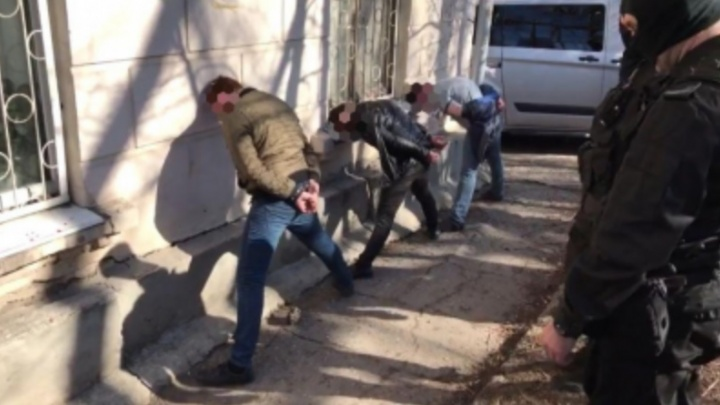 Вымогали полмиллиона рублей: в Самаре работников службы доставки задержали за разбой
