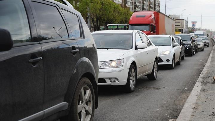 Три тюменца погасили старые долги после ареста машин