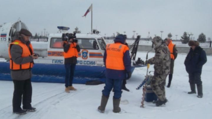 Ярославские спасатели прогнали с реки четырёх рыбаков