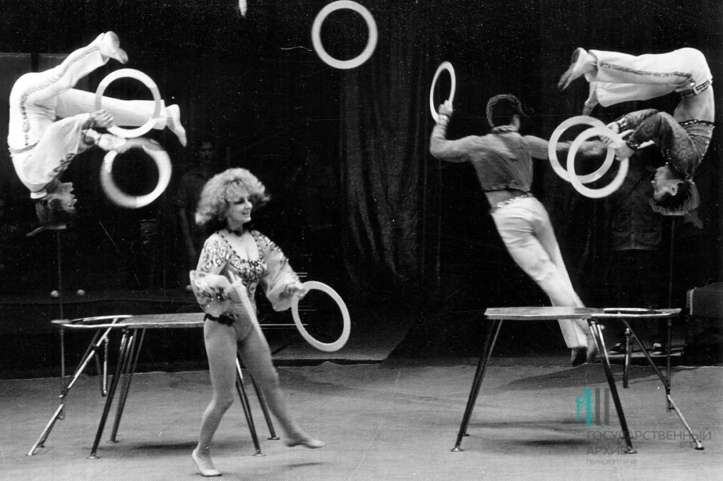 Выступление акробатов. 1987 год