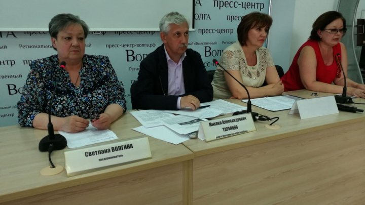 Торговцы Ворошиловского рынка подарят губернатору лопату и гроб