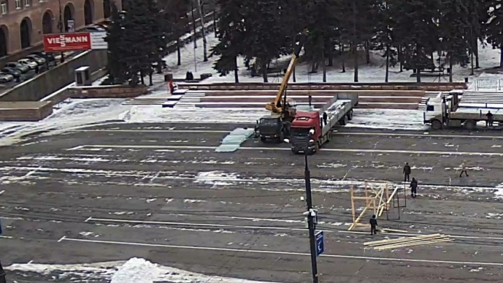 В центре Челябинска начали строительство главного ледового городка