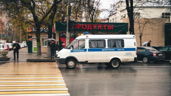 В Ростове задержали двух злоумышленников, ограбивших салон сотовой связи на 300 тысяч рублей