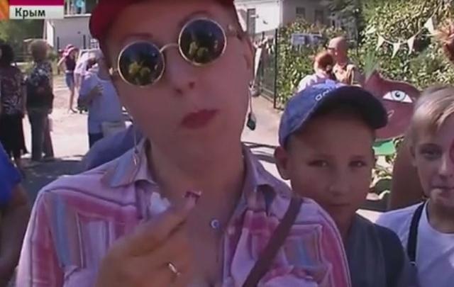 Без слёз: челябинка стала победительницей баттла по поеданию лука в Крыму