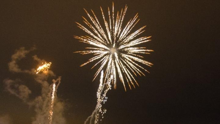 Как зажечь на Новый год и не остаться без руки: правила выбора праздничной пиротехники