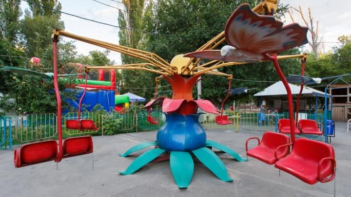 В Кировском районе Волгограда равняют с землей единственный парк аттракционов
