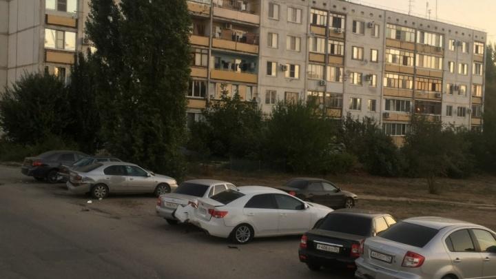 Под Волгоградом пьяный водитель на Renault протаранил восемь автомобилей