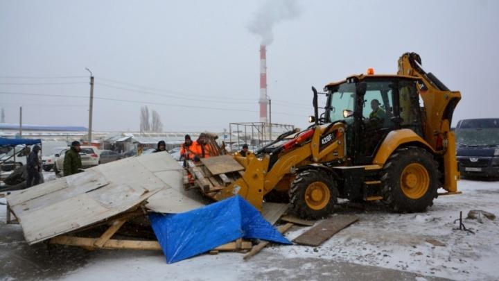 Война ларькам: десятки торговых точек на ростовском рынке «Восточный» пошли под снос