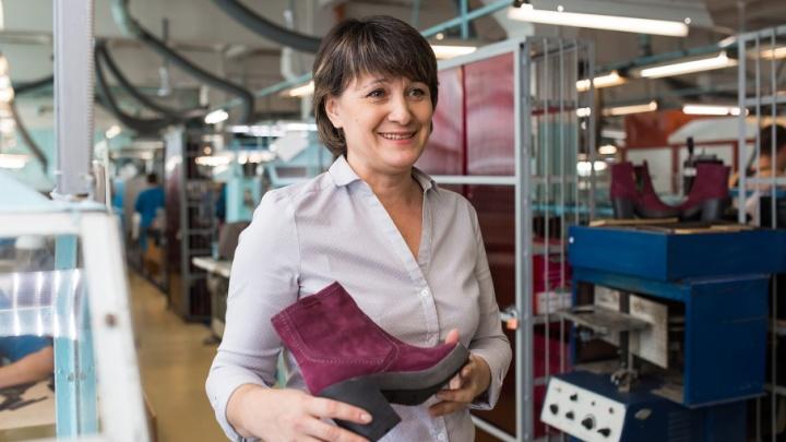 Работница челябинской обувной фабрики вырастила 20 сортов роз