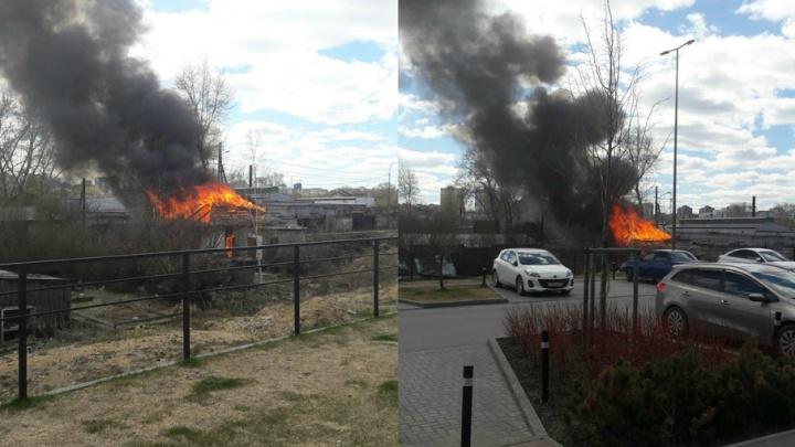 Пожар уничтожил частный одноэтажный дом в Заречном микрорайоне