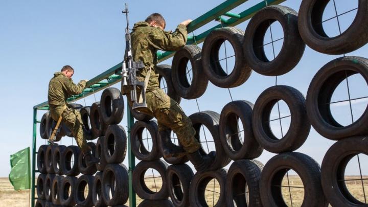 В Волгоградской области военнослужащие провели разведку на поле боя