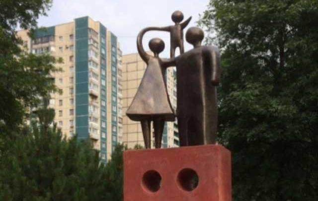 Ростовчанин просит установить памятник семье