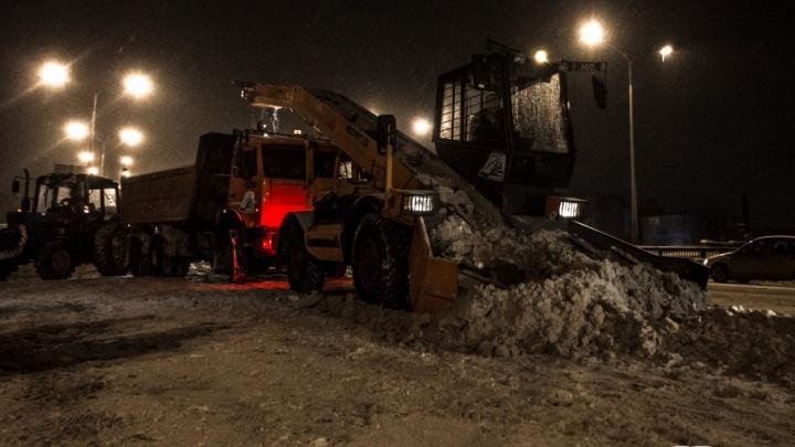 «Уберите машины с обочин»: улицы Самары ночью от снега будут чистить 300 единиц спецтехники