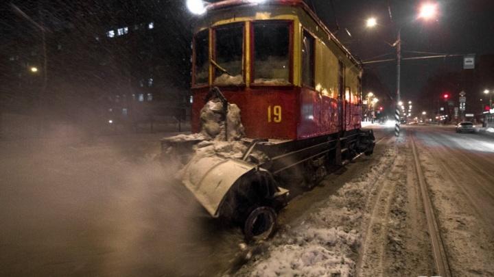 Снегодуи на рельсах: в Самаре на уборку трамвайных путей ежедневно выходят шесть спецвагонов
