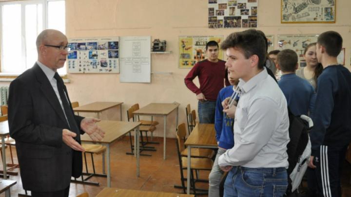 Прокуратура РФ займется делом таганрогского педагога, уволенного после жалобы Медведеву