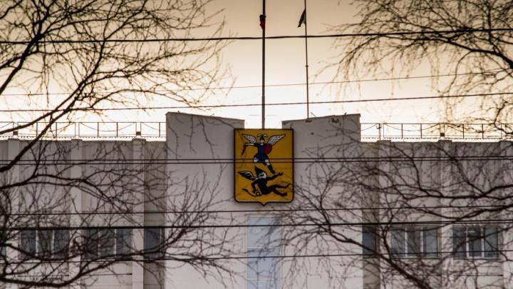 В Архангельске чиновники сэкономили деньги и решили потратить их на дороги и автобус