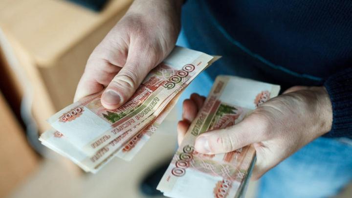 Больше половины тюменцев знают зарплаты своих коллег