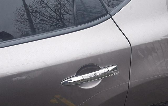 Жители Стройгородка разыскивают несовершеннолетних хулиганов, портящих автомобили
