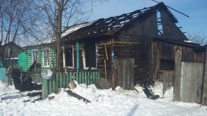 В Абатском районе в пожаре погибли две маленькие девочки