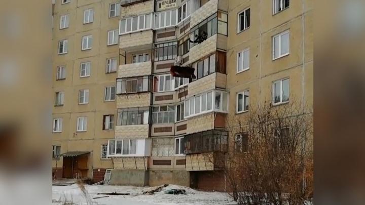 «Уснул с сигаретой»: челябинец задохнулся при пожаре в квартире на Салавата Юлаева