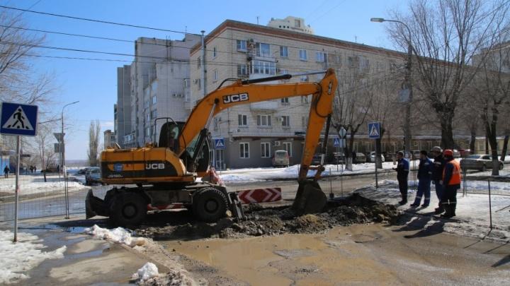 В центре Волгограда вновь перекопали несчастный перекресток на Советской