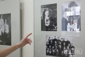На выставке можно увидеть детские фото первого свердловского губернатора.