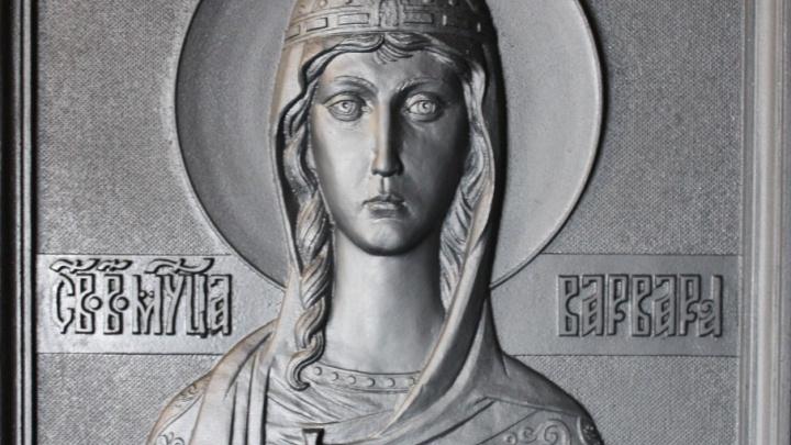 Чугунную икону, отлитую на Южном Урале, установили в петербургском «Метрострое»