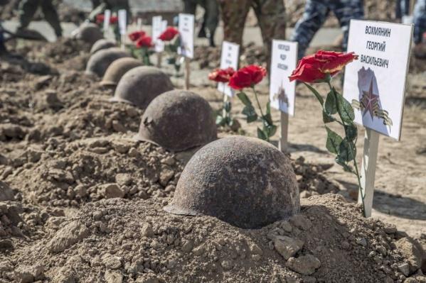 Найденных бойцов похоронят на мемориальном кладбище в Россошках