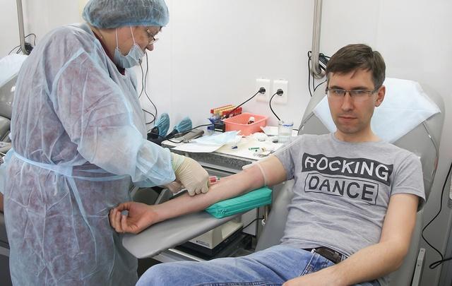 Журналисты 74.ru поделились своей кровью в Национальный день донора