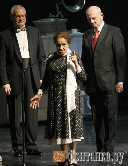Галине Короткевич и Николаю Мартону (справа) зал долго аплодировал стоя