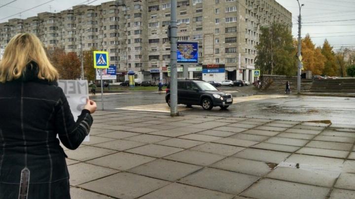 В день рождения Путина в Архангельске прошла серия одиночных пикетов в поддержку Навального