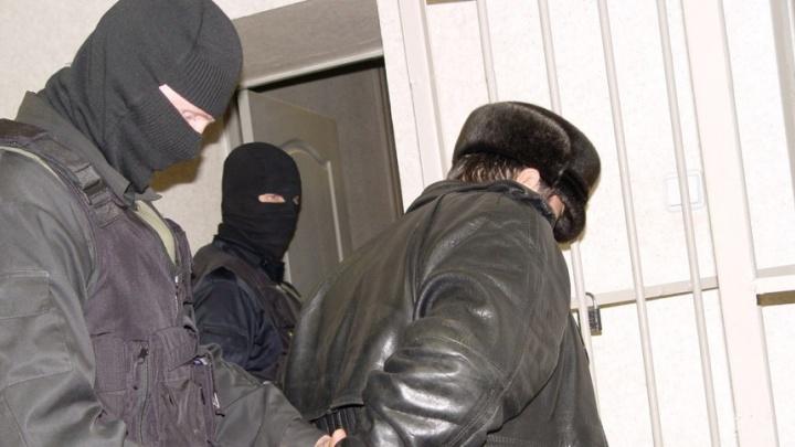 Полицейские задержали мужчину, который требовал миллион рублей, угрожая, что он взорвёт дом на Эльмаше