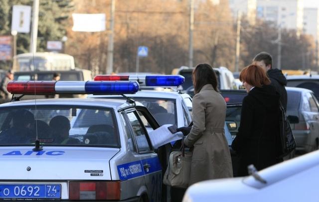 Автоледи собрала четыре авто в челябинском дворе