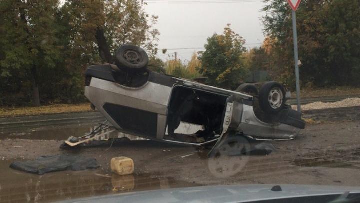 На Зубчаниновском шоссе «восьмерка» перевернулась на крышу