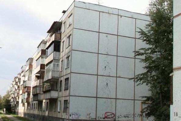 «Хотели захватить наш дом»: жителей челябинской пятиэтажки листовками призвали сменить УК
