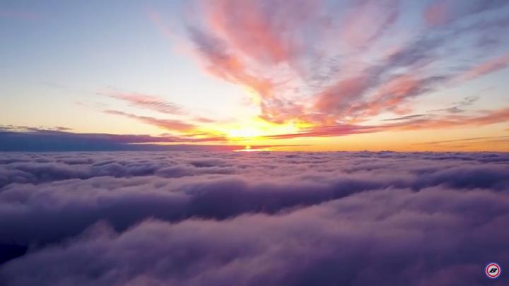 Неземная красота: волгоградец снял рассвет и закат над облаками