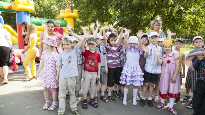 Не давать колбасу и планшеты: 74.ru узнал, как не испортить ребёнку отдых в лагере