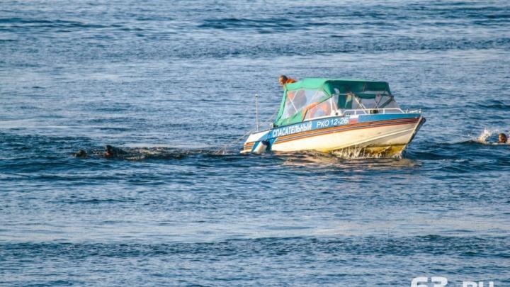 Сломали корпус лодки: на Волге спасли отчаянных рыбаков