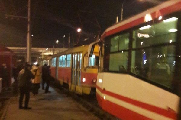 Подоспевший чешский трамвай вытолкал из подземелья российского собрата