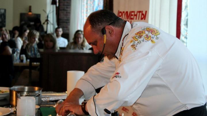 Шеф-повар Илья Лазерсон сделал волгоградскую курицу вместо мороженого из воблы
