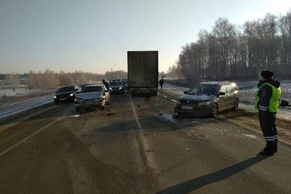 За пять минут в иномарку из-за плохой видимости врезалось два транспортных средства
