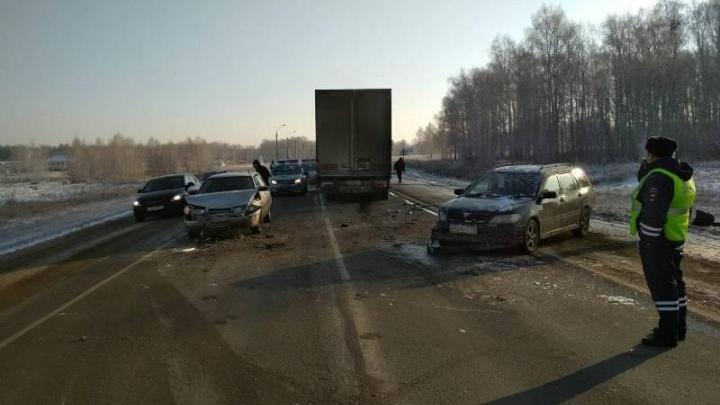Не заметил в тумане: на Южном Урале грузовик наехал на легковушку